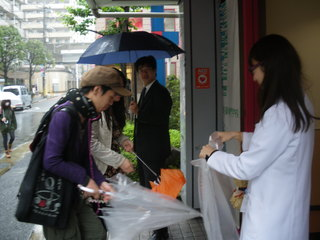 雨の日挨拶.JPG